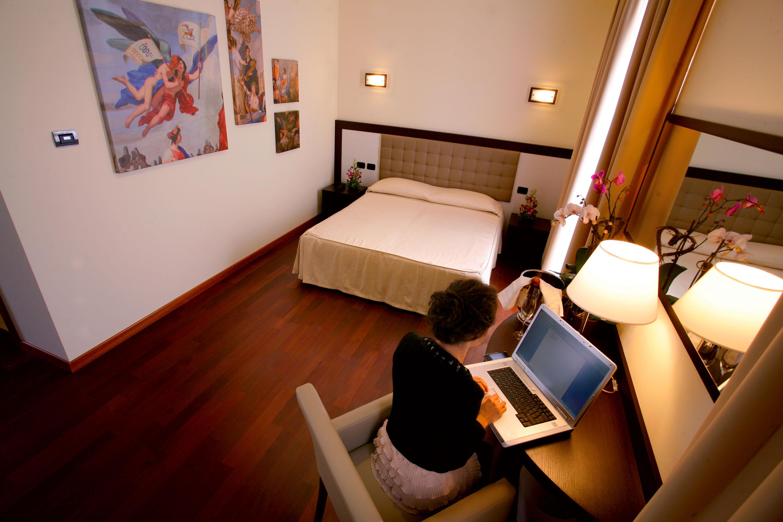 Slide-4-Hotel